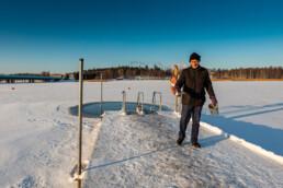 Aimo Åhman kunnossapito vuorollaan. Rastilan uimaranta, 15.1.2021