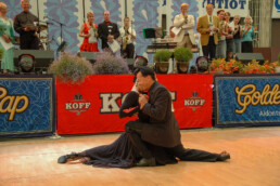 Johanna and Frans performing their winning dance.