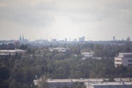 Keskustan skyline. Kuvattu 500mm peililinssillä. Kuvia Vuosaaren huipun kävelylenkiltä.
